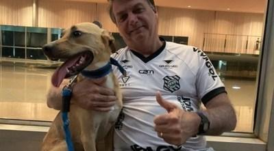 Jair Bolsonaro afirmó que en su casa solo su mascota es obligado a recibir los antivirus