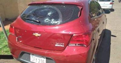 Rociaron con balas un vehículo estacionado en la vía pública