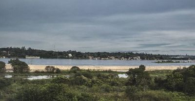 Río Paraguay sube 8 centímetros tras fuertes lluvias