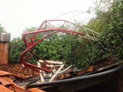 Temporal derriba la antena de una emisora en Areguá