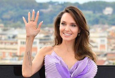 La actriz Angelina Jolie tiene una dieta que incluye insectos y vegetales