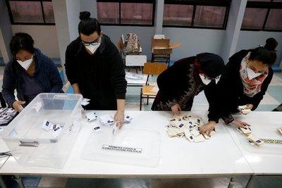 Chilenos aprueban por amplia mayoría la redacción de una nueva Constitución Nacional