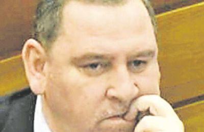 Hay puja sobre  tratamiento de expulsión de senadores
