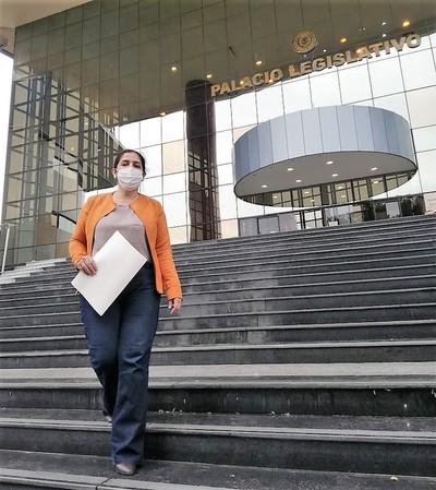 Dueños que buscan recuperar tierra invadida intiman a senador acusado de instigador