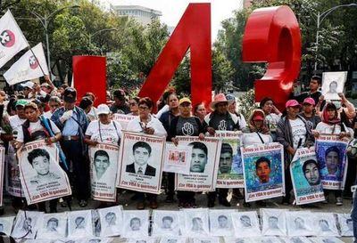 Caso Ayotzinapa: familias reclaman a AMLO por pocos avances