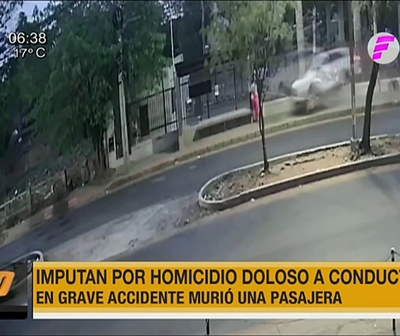 Amplían imputación a conductora que atropelló a trabajadora en parada de buses