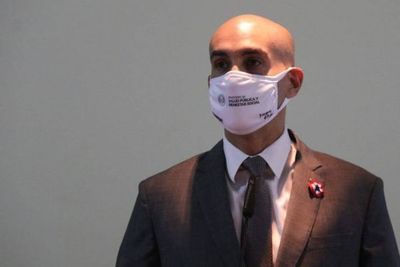 Mazzoleni pide no relajarse para mantener descenso de casos en el país