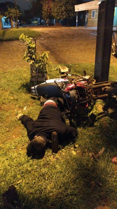 Joven motociclista fallece al chocar por una columna en Pedro Juan Caballero