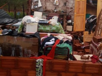 Casa se derrumbó encima de una familia