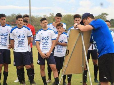 Aldo Bobadilla arrancó con los trabajos de preparación en la Albirroja juvenil