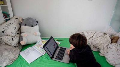 Instan a padres supervisar el uso de internet a sus hijos
