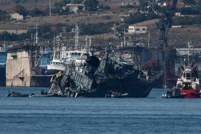 Un buque de guerra y un carguero chocaron en Grecia y dejaron dos heridos