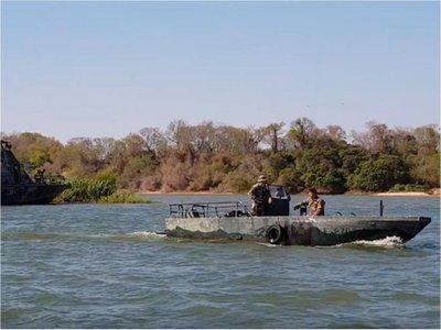 """A balazos """"espantan"""" a pescadores paraguayos de aguas argentinas"""