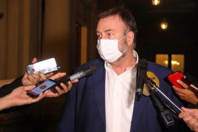 Benigno López presenta renuncia al cargo de Ministro de Hacienda