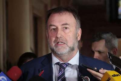 Benigno López renuncia al Ministerio de Hacienda