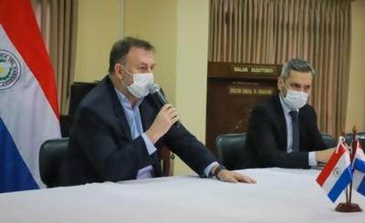 Benigno López presentó renuncia oficial al Ministerio de Hacienda