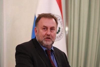 Benigno López presenta su renuncia oficial como ministro de Hacienda
