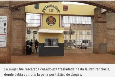 Rescatan a mujer que fue condenada hoy por tráfico de drogas en Pedro Juan