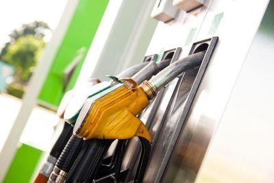Precio de combustibles: Aseguran que stock suficiente neutraliza efectos de suba del dólar y bajante del río