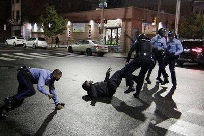 Brutal asesinato de un afroamericano por policías en Filadelfia desata nuevas protestas