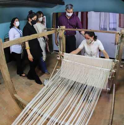 Escuela del Ao Po'i en Yataity apunta a salvaguardar tradición y generar oportunidades de mercado