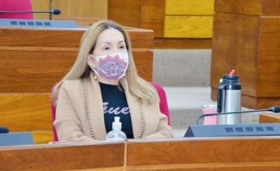 """Zulma Gómez se distancia de """"hipócritas"""" y renuncia a bancada liberal"""