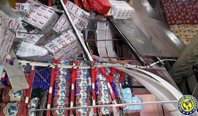Derrumbe causa susto en Comercial Rubencito de San Lorenzo •