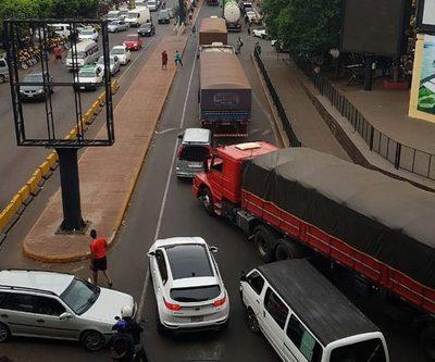 Paseros cierran Puente de la Amistad