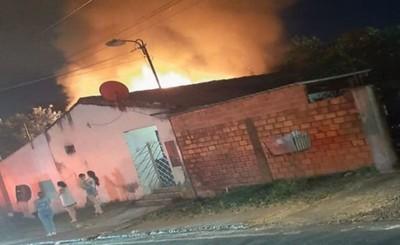 Fuego consume habitación de un inquilinato en Barrio Obrero
