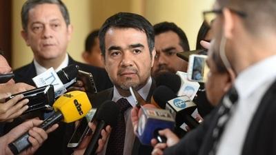 Oscar Llamosas es el nuevo Ministro de Hacienda.