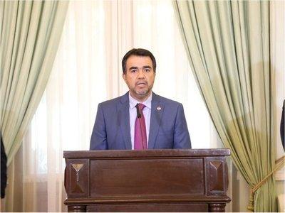 Ejecutivo oficializa a Óscar Llamosas como nuevo ministro de Hacienda