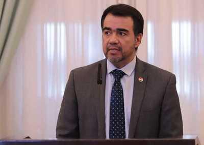 Óscar Llamosas asume como ministro de Hacienda