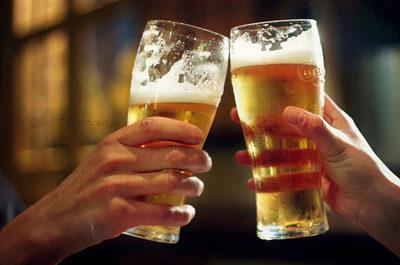 Mayor consumo de alcohol se verifica en personas con alto nivel educativo, según estudio