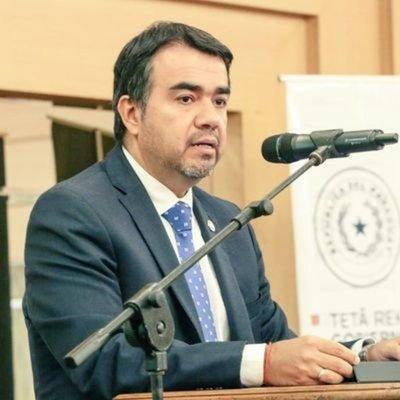 Ejecutivo designa a Óscar Llamosas como nuevo ministro de Hacienda