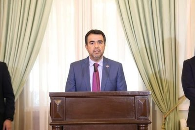 Óscar Llamosas es nuevo ministro de Hacienda
