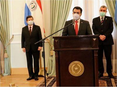 Ejecutivo oficializa a Óscar Llamosas como ministro de Hacienda y cambios en AFD