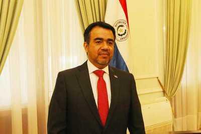 Oscar Llamosas es nuevo ministro de Hacienda
