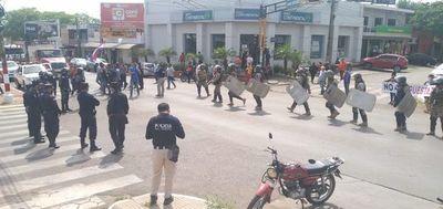 Cierran ruta en Coronel Oviedo para exigir explotación libre de tragamonedas