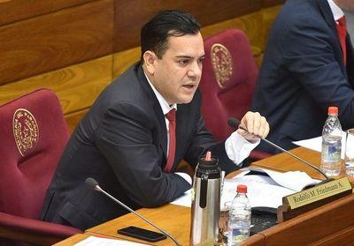 Friedmann pide pérdida de investidura para Sergio Godoy por caso Messer