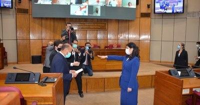 La Nación / Mónica Seifart jura como miembro del Consejo de la Magistratura