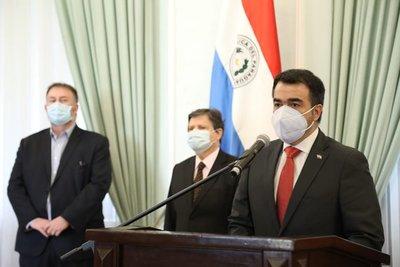 Óscar Llamosas asumió como ministro de Hacienda