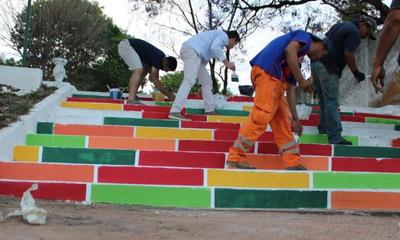"""Realizan trabajos de hermoseamiento en la plaza """"Las Residentas"""" – Prensa 5"""