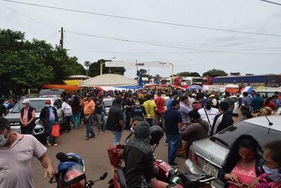 Paseros mantienen bloqueo a Aduanas en Encarnación