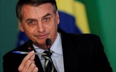 """HOY / Bolsonaro asegura que va a """"erradicar al comunismo"""" de Brasil"""