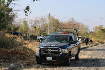 Fosa que tendría más de 100 cuerpos exhibe guerra en el mexicano Guanajuato