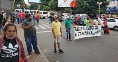 La Nación / Aduana agilizará el control y los paseros levantaron protesta