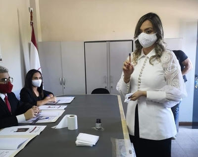 GLORIA MARTINEZ FUE REELECTA COMO DECANA DE ODONTOLOGÍA