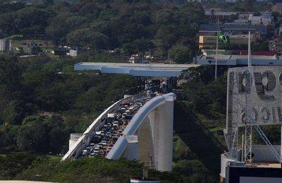 Paso para peatones fue liberado para peatones en Puente de la Amistad