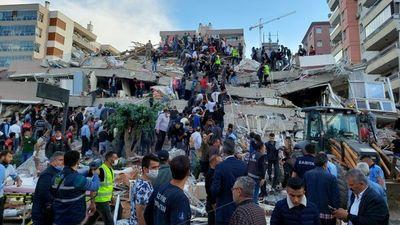 Fuerte terremoto deja varios muertos y centenares de heridos en Turquía y Grecia