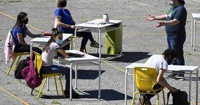 La Nación / Gremio de directores pide a la Justicia que anule vuelta presencial a colegios